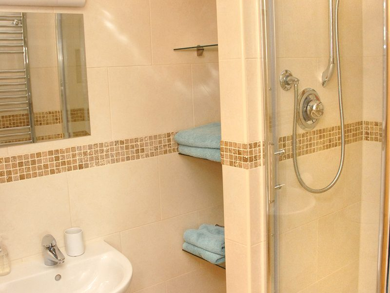 The Granary ensuite shower room